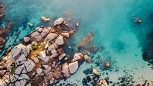 Felsen Am Meer/Luftaufnahme Ei...