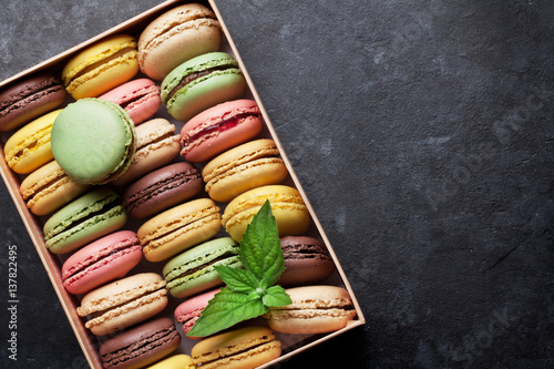 Colorful macaroons in a box Fototapeta