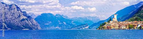 Fotobehang Meer / Vijver Beautiful scenery of Lago di Garda with view of Malcesine town. Italy