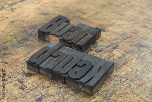 Photo sur Toile Pays d Asie Wort Buchdruck aus Holzbuchstaben