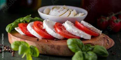 Recess Fitting Appetizer Frische Tomaten Mozzarela Gericht (Großformat)