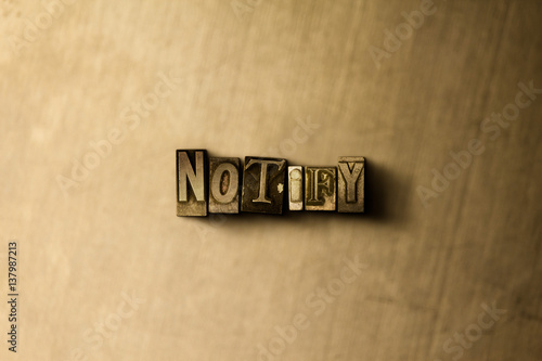 Fotografía  NOTIFY - close-up of grungy vintage typeset word on metal backdrop
