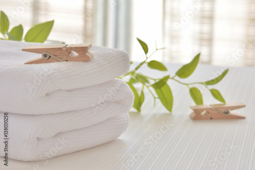 Fotografía  白いタオルと洗濯バサミ