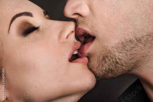 Plakat pasjonujący pocałunek