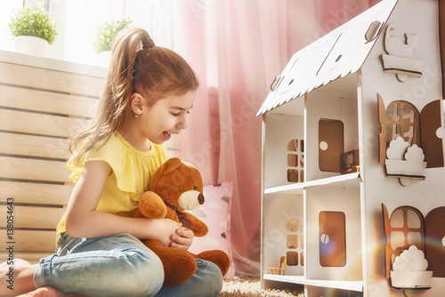 Fotografie, Obraz  girl plays with doll house