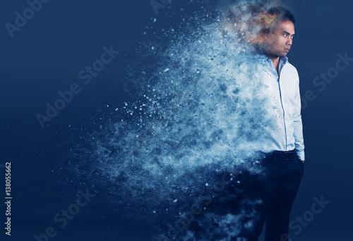 Photo jeune homme élégant avec un effet de dispersion de particules
