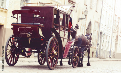 Horse and a beautiful old carriage in old town. Fototapete