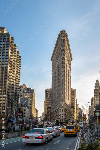 La pose en embrasure New York TAXI Flatiron Building - New York City, USA