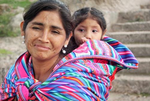 Photo  Peruvian woman with child in Peru
