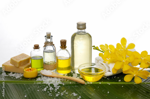 Poster Spa Spa set on banana leaf with yellow orchid