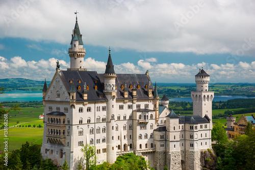 Montage in der Fensternische Schloss Famous fairy tale Castle in Bavaria, Neuschwanstein, Germany