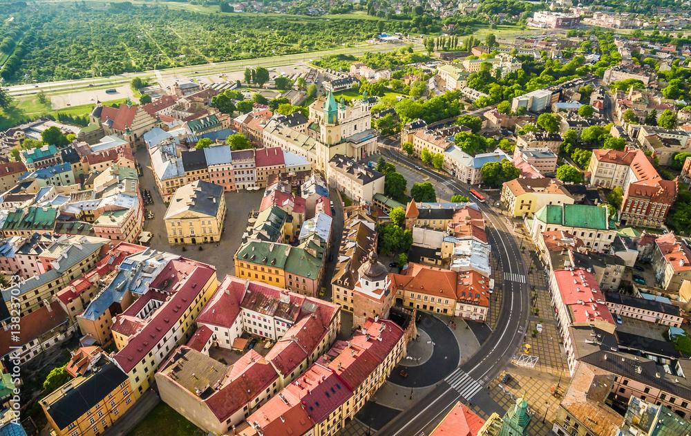 Fototapeta Lublin - krajobraz starego miasta z powietrza. Atrakcje turystyczne lublina z lotu ptaka. - obraz na płótnie