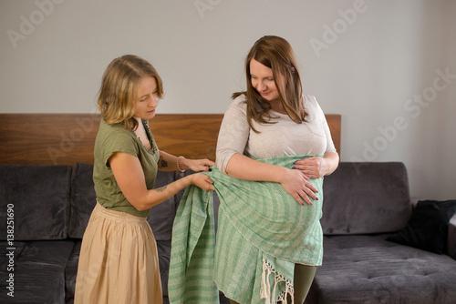 Fotografija  masaż chustą kobiety w ciąży