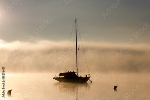 jacht-na-jeziorze