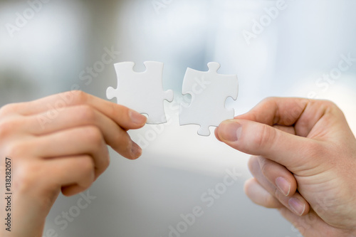 Photo man and woman hand holding jigsaw puzzles, business matching concept