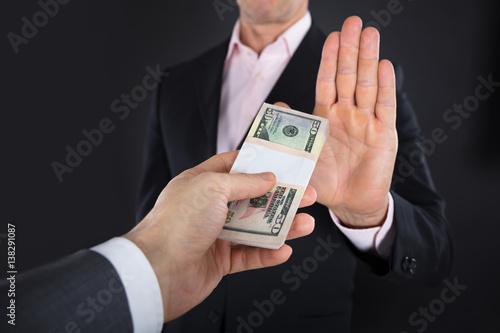 Fotografía  Businessman Refusing To Take A Bribe