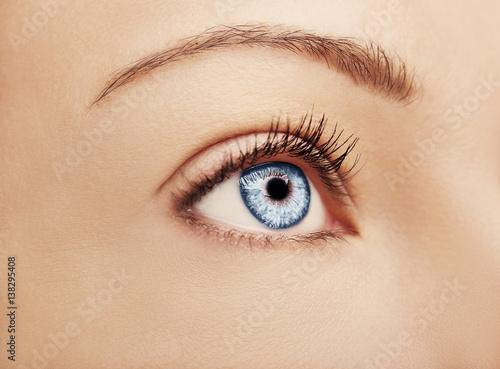 Foto op Plexiglas Beauty A beautiful insightful look brown woman's eye