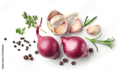 Fototapeta red onions and spices on white background obraz