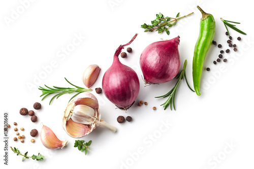 red onions and spices on white background Fototapete