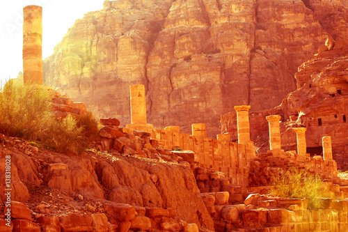 Keuken foto achterwand Rood traf. Ancient abandoned rock city of Petra in Jordan tourist attraction