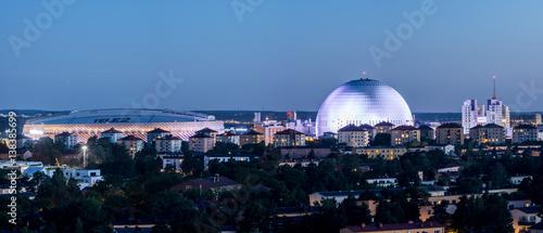 Montage in der Fensternische Stockholm Globen en sommarnatt sett från Hammarbybacken
