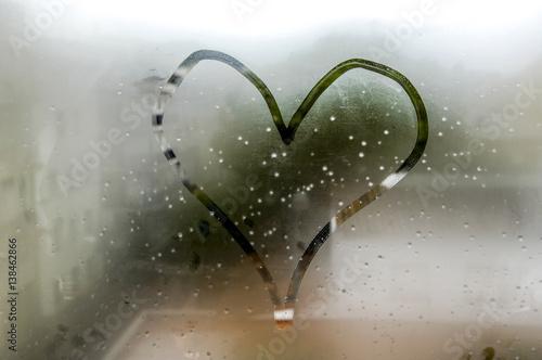 Heart on steamy pane Fototapet