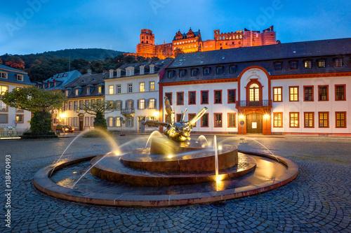 Autocollant pour porte Fontaine Karlsplatz in Heidelberg mit Schloss und Akademie der Wissenschaften