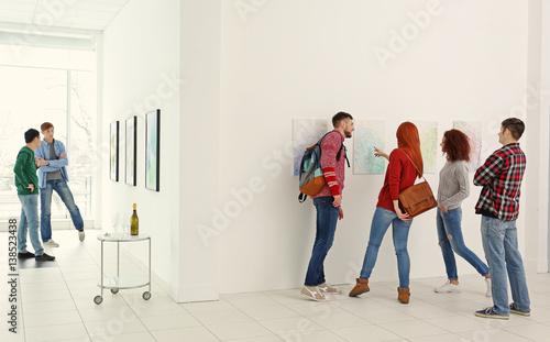 Valokuvatapetti Young people in modern art gallery hall