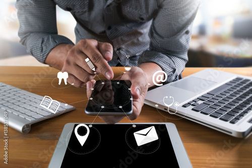 Fotografia  man hand holding smartphone device and  technology , businessman working with modern devices, digital tablet computer and mobile phone