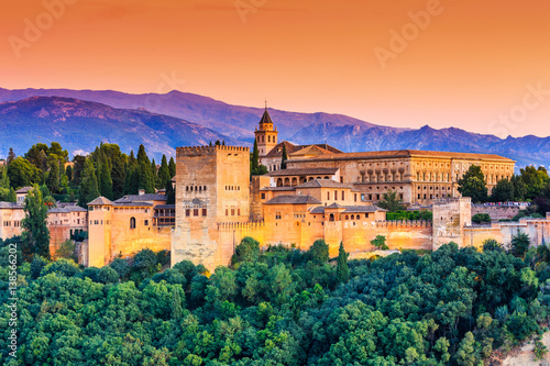 Photo Alhambra of Granada, Spain. Alhambra fortress at sunset.