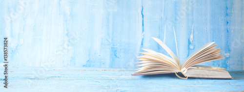 Fotografía  opened book on blue grungy background, panoramic, good copy space