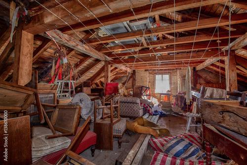Dachstuhl im Geisterhotel Canvas-taulu