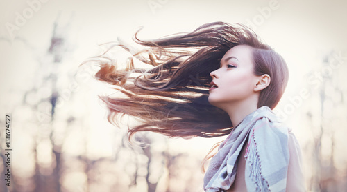 Fotografia  her hair tooked by the wind