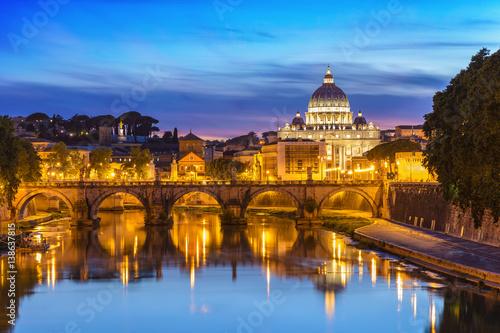 Obrazy na płótnie Canvas Sunset at Saint Peter Basilica, Rome, Italy