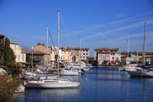 Port-Grimaud Avec Ses Bateaux