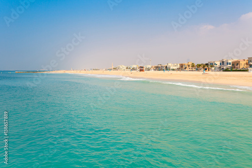 Photo  Panoramic view on nice Jumeirah beach in Dubai, UAE
