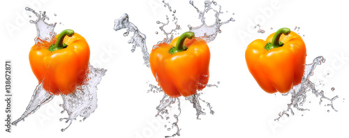 Keuken foto achterwand Verse groenten Water splash and vegetables isolated on white backgroud. Fresh bell pepper