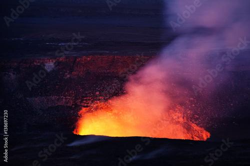 Deurstickers Vulkaan Kilauea volcano erupting in Hawaii Volcanoes Nationalpark (seen from Jaggar Museum)