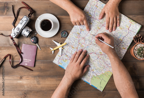 Fotografia  Young couple planning  vacation trip with map. Top view.