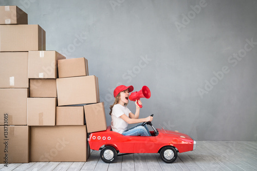 Fotografiet  Child New Home Moving Day House Concept