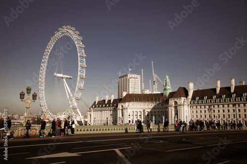 Carta da parati LONDON, UK - JANUARY 26, 2017: The EDF Energy London Eye next to the river Thame