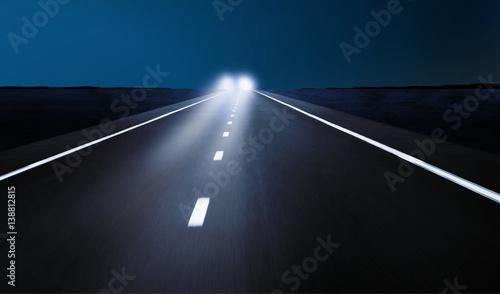 Fotografie, Obraz  Gegenverkehr bei Nacht