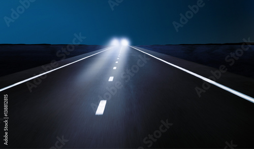 Obraz Gegenverkehr bei Nacht - fototapety do salonu