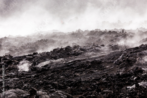Foto op Aluminium Vulkaan Smoking lava fields at volcanoes National Park