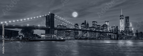 Foto auf Leinwand Brooklyn Bridge New York City at night