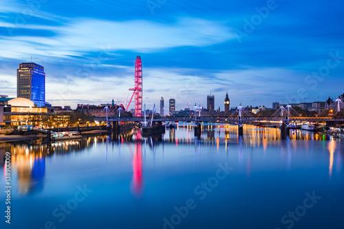 Fotomural View of London panorama from Waterloo Bridge at sunrise in London , England