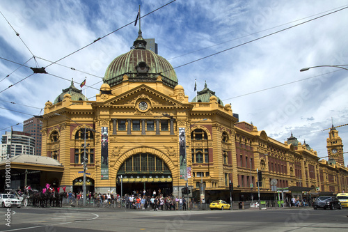 Photo sur Toile Océanie Flinders Street railway station in Melbourne, Australia.