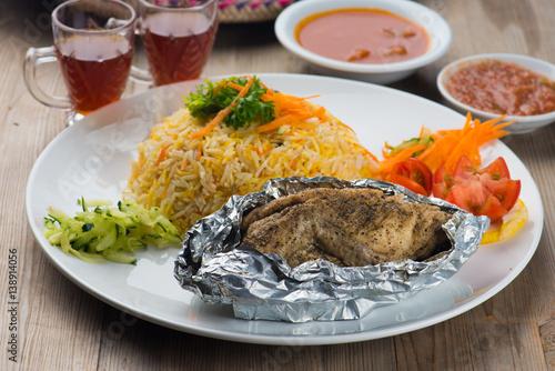 Photo  Chicken madhbi or madbi traditional arabic food