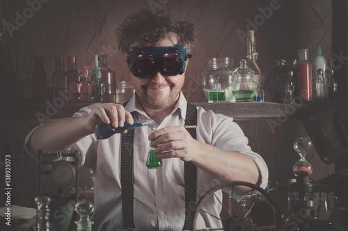 Láminas  crazy medieval scientist working in his laboratory
