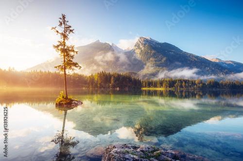 Poster Lac / Etang beautiful alpine lake